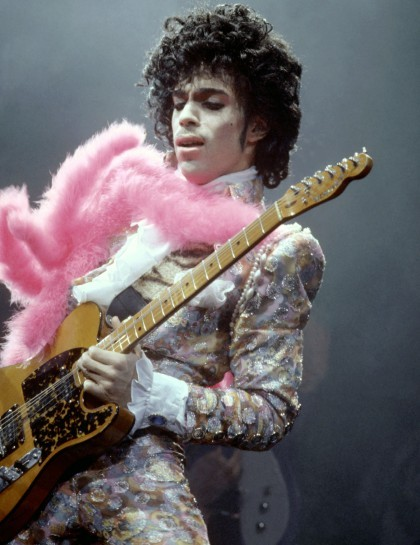 essencecom-prince-during-a-performance-circa-1970_420x545_96